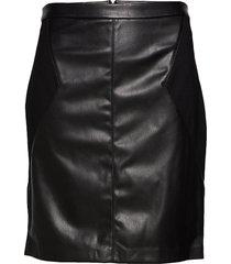 carbea faux leather mix pencil skirt kort kjol svart only carmakoma