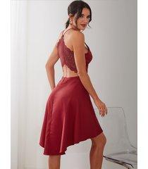 dobladillo irregular en la espalda con inserción de encaje burdeos vestido