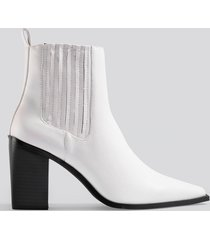 na-kd shoes pointy block heel boots - white
