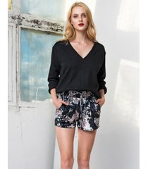 sweter czarny z dekoltem v