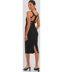 trendyol midiklänning med utskuren rygg - black