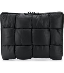 bottega veneta padded maxi intrecciato woven laptop pouch - black