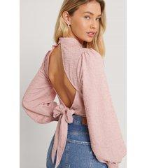 andrea badendyck x na-kd blus med bar rygg och ballongärmar - pink