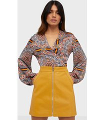 only onlglow faux leather skirt cc otw minikjolar orange