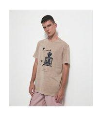 camiseta comfort manga curta com estampa moedor de café | marfinno | marrom | m