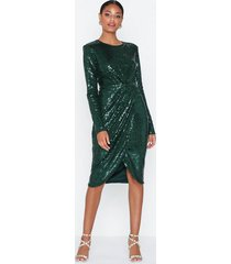 nly eve padded sequin dress paljettklänningar