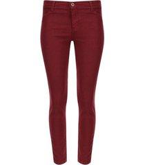 pantalón de dril color vino, talla 8
