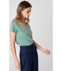 josefin ekström for na-kd slip shoulder v-neck tee - green