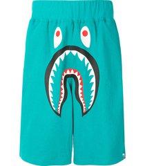 a bathing ape® shark wide track shorts - green