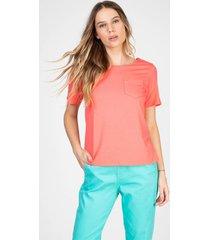 blusa t-shirt bloom decote canoa com bolsinho cor chiclete