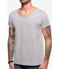 t-shirt confort gola canoa rasgada 1 masculina - masculino