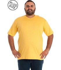 camiseta decote v amarelo