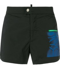 dsquared2 shorts de banho estampado com patch - preto
