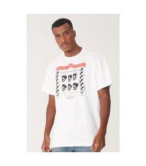 camiseta fatal plus size estampada off white