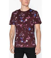 premium by jack & jones jprwilliam bla. tee ss crew neck t-shirts & linnen mörk röd