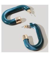 brinco feminino de argola oval em resina azul petróleo
