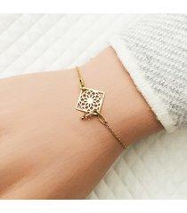 bransoletka z geometrycznym kwiatem