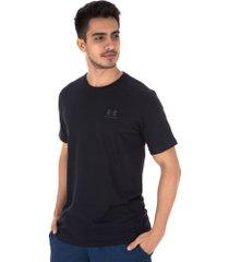 camiseta under armour left chest ss - masculina - preto