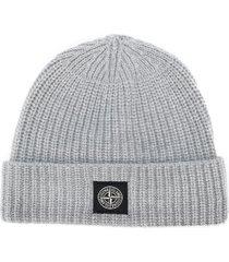 stone island ribbed wool beanie hat - grey