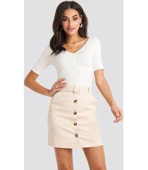 na-kd classic belted mini skirt - beige