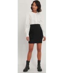 na-kd trend kjol med fickdetalj - black