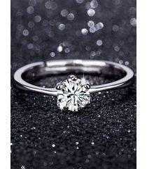 anillo de diamantes de simulación de seis garras clásico plateado