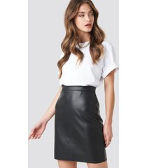 na-kd party mini pu skirt - black