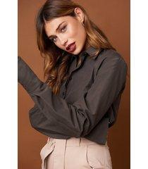 na-kd classic long sleeve wide cuff shirt - brown