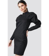 na-kd trend big puff sleeve dress - black