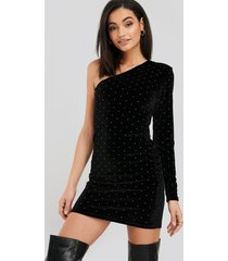 na-kd party single sleeve velvet dress - black