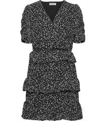 charlie print dress knälång klänning svart modström