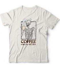 camiseta coffee make me fell alive - unissex