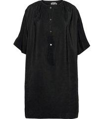 mile dress knälång klänning svart hope