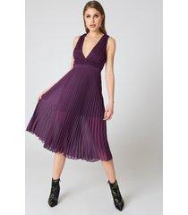 na-kd party deep neck pleated dress - purple