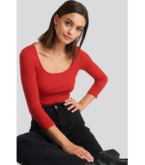na-kd basic deep round neck ribbed body - red