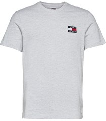 tjm tommy badge tee t-shirts short-sleeved grå tommy jeans