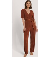 na-kd pleated tie jumpsuit - copper