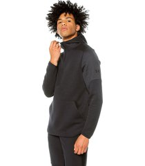 buzo negro under armour unstoppable move light