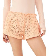 women's free people beach crochet love shorts, size large - coral