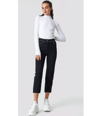 astrid olsen x na-kd contrast seam cropped pants - black