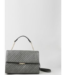 bolsa feminina pequena matelassê com corrente e alça transversal cinza