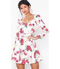 nly eve belted puff sleeve dress loose fit