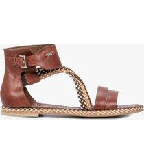 sandalia plana de cuero reata
