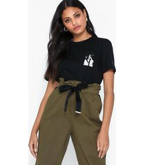 calvin klein jeans mirrored monogram pocket tee t-shirts