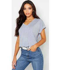 oversized boyfriend v neck t-shirt, grey marl