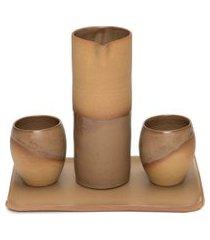 conjunto para servir com 1 jarra g + 2 copos tulipas + 1 travessa retangular m - marrom