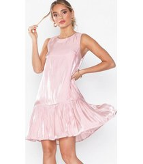 nly eve volume flounce dress loose fit