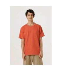 camiseta hering unissex color block com bolso vermelho