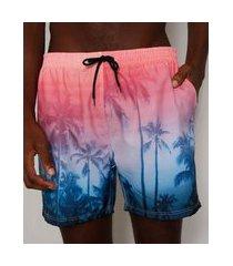 short masculino estampado de coqueiros com degradê e bolsos rosa