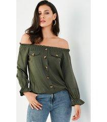 blusa plisada con hombros descubiertos y botones verde militar de yoins
